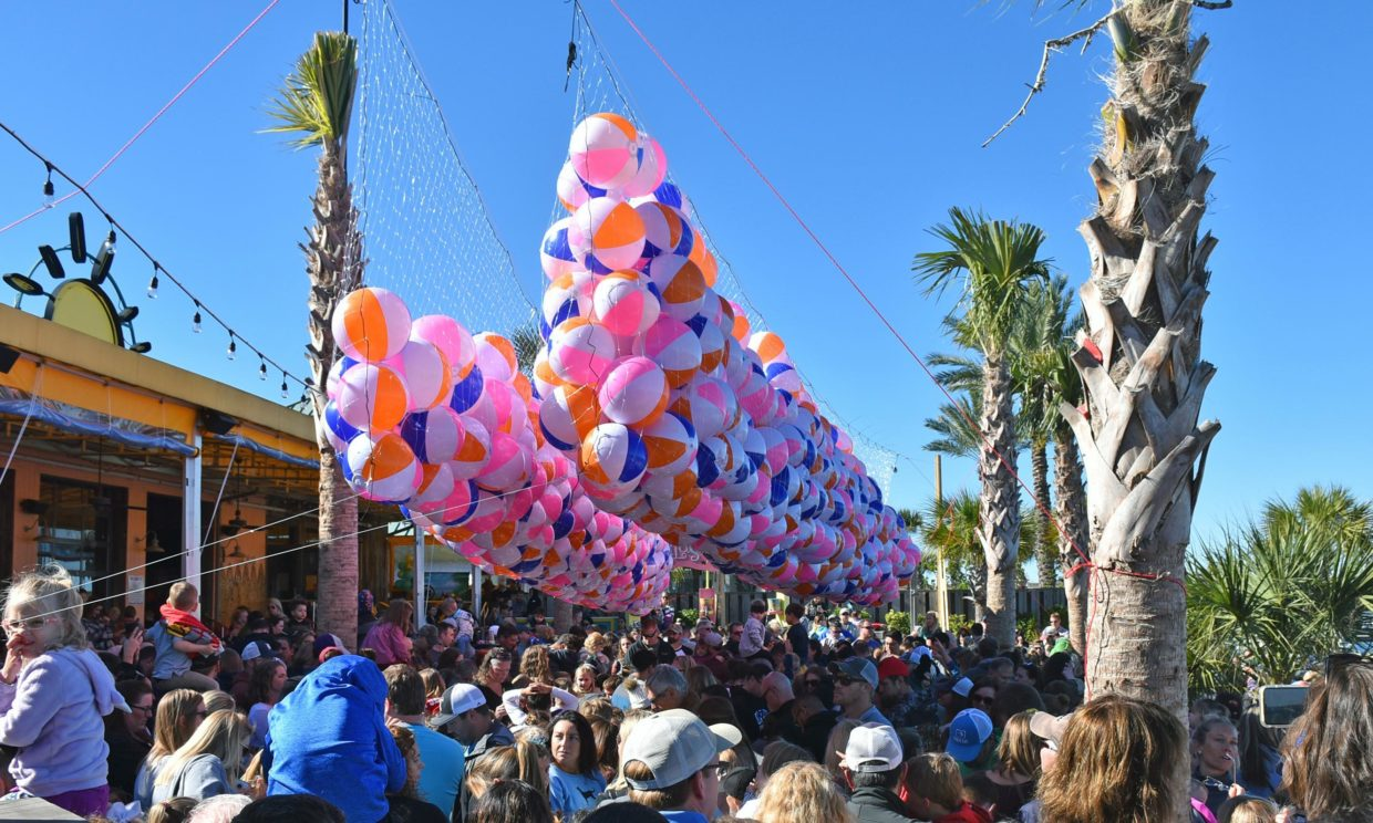 kids-ring-in-2020-at-lulu's-noon-year's-eve-beach-ball-drop
