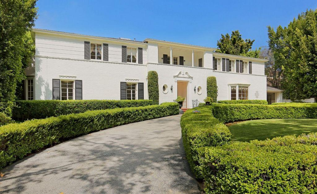 photos:-look-inside-ronald-reagan's-home-for-sale-in-los-angeles