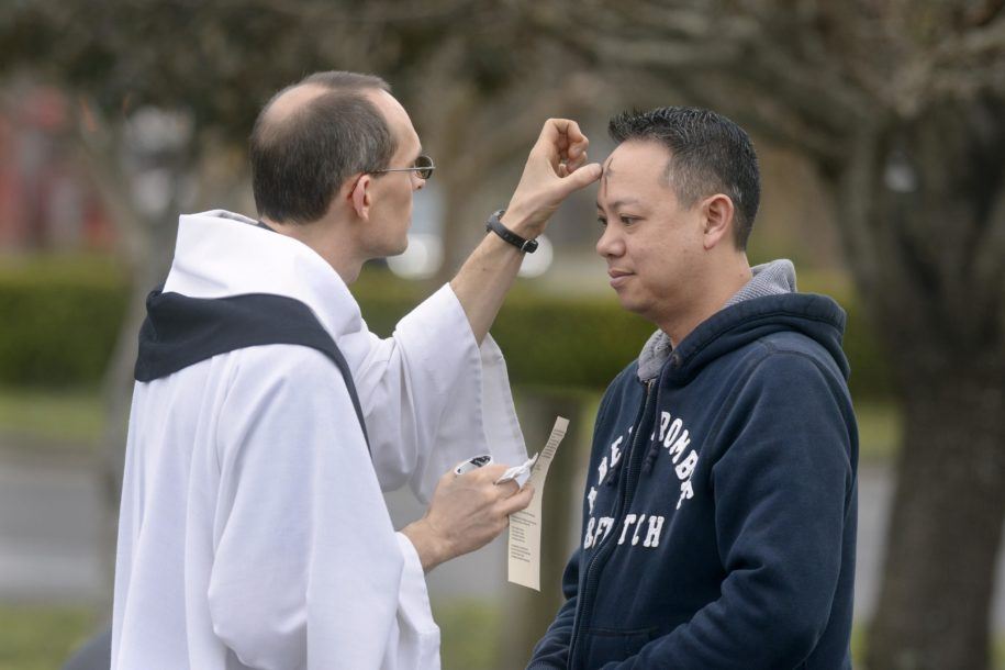 local-church's-'ashes-to-go'-ceremony-offers-blessing-for-busy-parishioners