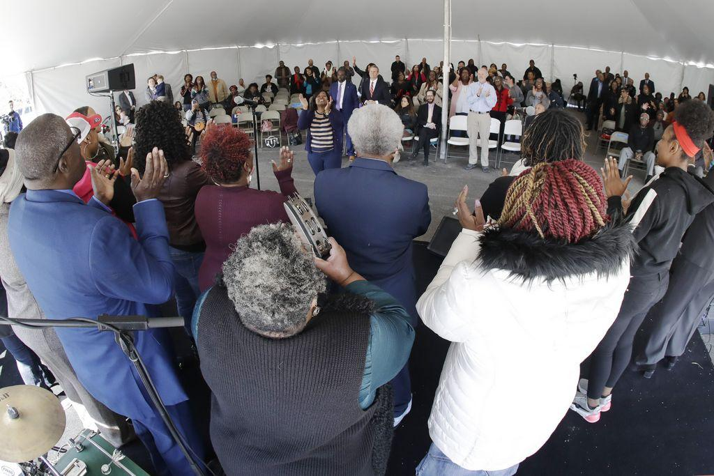 'worship-in-the-rubble':-tennessee-tornado-ruined-churches,-but-sunday-service-went-on
