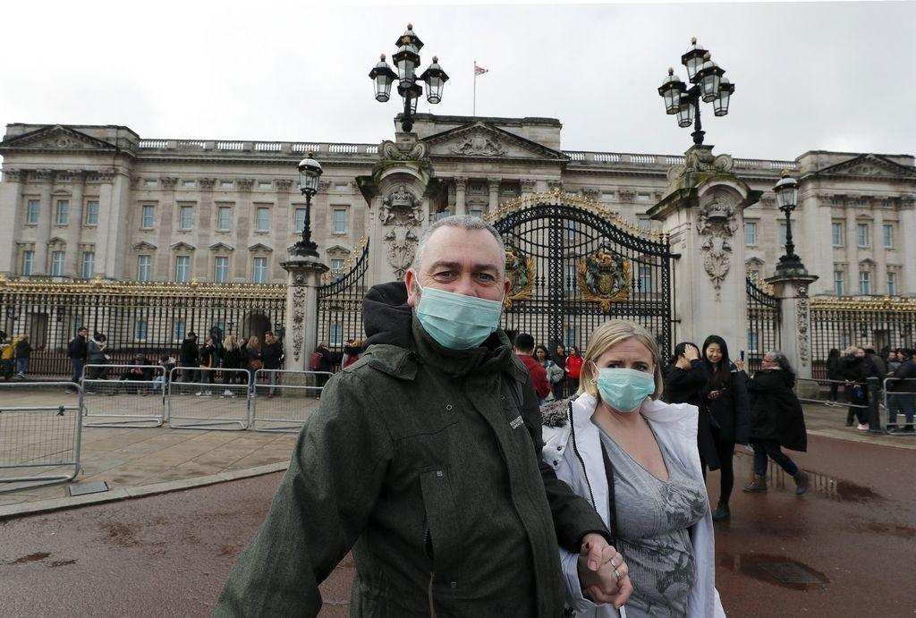buckingham-palace-halts-iconic-changing-of-the-guard-ceremony-in-wake-of-coronavirus