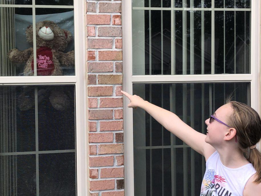 children-look-for-stuffed-bears-in-local-neighborhoods