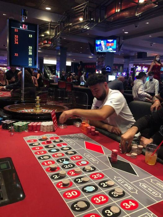 'best-day-ever':-gamblers-flock-to-downtown-las-vegas-on-first-night-of-casino-reopenings