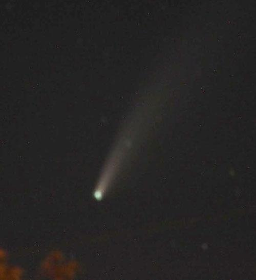 looking-up-column:-comet-neowise-still-visible-under-big-dipper