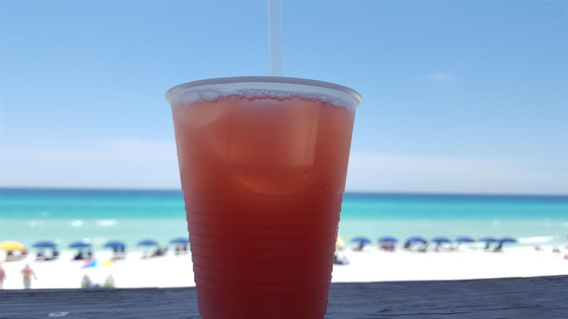 newman-dailey-happy-hours-provide-creative-cocktail-ideas-for-destin-vacations